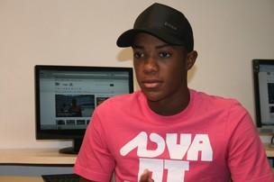 Victor Andrade na redação do GE - SE (Foto: Felipe Martins/GLOBOESPORTE.COM)