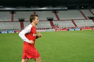 Dagoberto durante treino do Inter no estádio Palogrande, na Colômbia (Foto: Diego Guichard / Globoesporte.com)