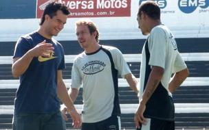 Atacante Fernando se despede dos companheiros no treino desta terça-feira de manhã, no Barão (Foto: Bernardo Medeiros/EPTV.COM)