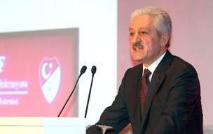 Mehmet Ali Aydinlar, presidente da Federação Turca de Futebo (Foto: Reuters)