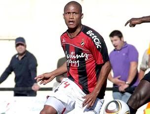 Cadu jogando pelo Olhenense (Foto: Reprodução / A Bola.PT)