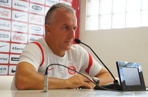 Dorival Júnior em entrevista coletiva (Foto: Diego Guichard/Globoesporte.com)