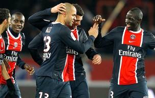 Alex comemora gol do PSG contra o Montpellier (Foto: Reuters)