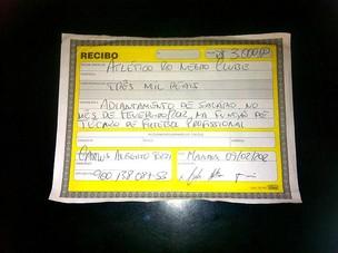 Recibo de pagamento do técnico Carlos Tozzi (Foto: Paulo Rogério/Globoesporte.com)