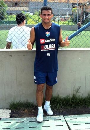 Meia do Fast, Roberto Dinamite, disse que estará à disposição do treinador (Foto: Divulgação/Fast)