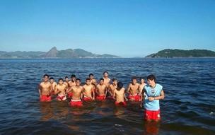 Equipe do Tarumã realizou treino no praia do Flamengo, no Rio (Foto: Divulgação)