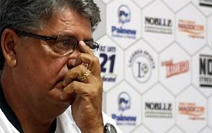 Geninho é apresentado no Comercial-SP (Foto: Cleber Akamine / Globoesporte.com)