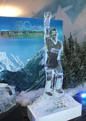 Escultura de gelo do jogador Sócrates  (Foto: Divulgação)