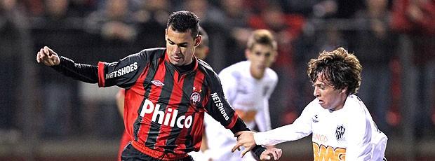 Wagner Diniz do Atlético-PR no jogo contra o Atlético-MG (Foto: Ag. Estado)