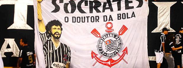 Sócrates bandeira Corinthians (Foto: Marcos Ribolli / Globoesporte.com)