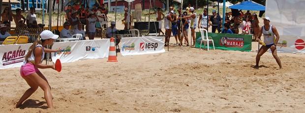 Atletas de frescobol de nove estados competiram durante toda a manhã deste domingo (Foto: Renata Vasconcellos)
