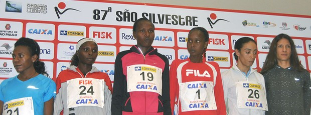 Atletas estrangeiras da corrida de São Silvestre (Foto: João Gabriel Rodrigues / GLOBOESPORTE.COM)