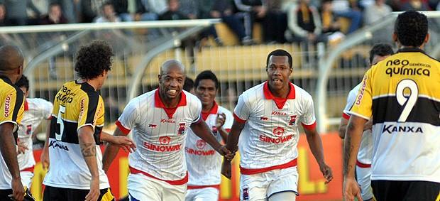 jogadores paraná gol criciúma (Foto: Agência Futura Press)