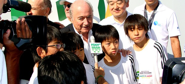 Joseph Blatter prestigia futebol de areia (Foto: Alfredo Bokel / Globoesporte.com)