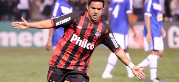 marcinho comemora gol do atlético-pr sobre o cruzeiro (Foto: Joka Madruga/Agência Estado)