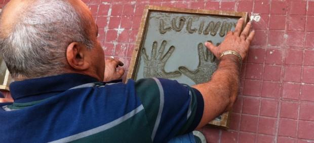 Lulinha deixa a marca de suas mãos na Calçada dos Craques do PV (Foto: Diego Morais/Globoesporte.com)