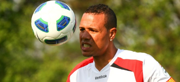 Luis Fabiano, do São Paulo, treina com bola (Foto: Luiz Pires / VIPCOMM)