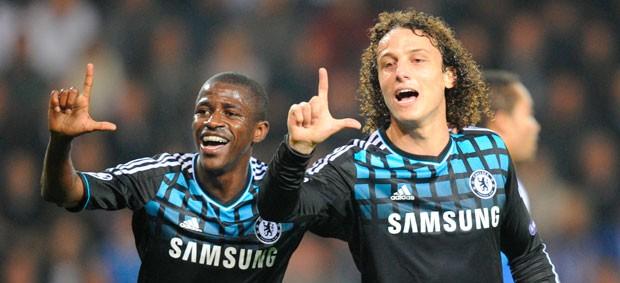 Ramires e David Luiz comemoram gol do Chelsea (Foto: AFP)