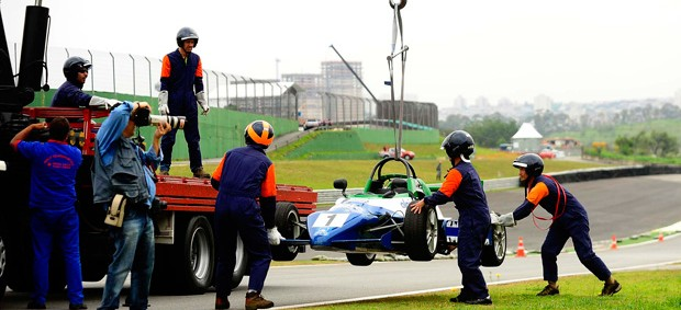 Preparativos para o GP Brasil (Foto: Marcos Ribolli / Globoesporte.com)