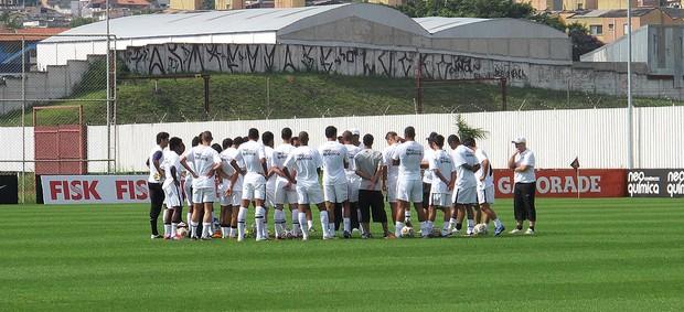 elenco da base do Corinthians no treino para a final da Copa SP (Foto: Gustavo Serbonchini / Globoesporte.com)