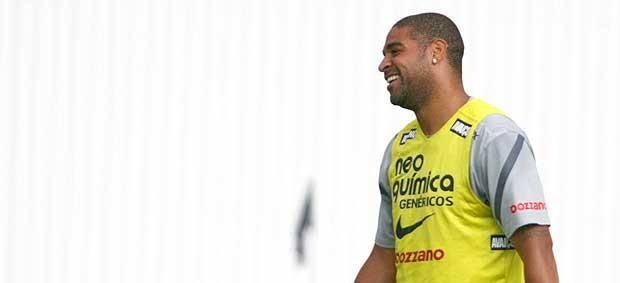 Adriano no treino do Corinthians (Foto: Andreson Rodrigues / Globoesporte.com)