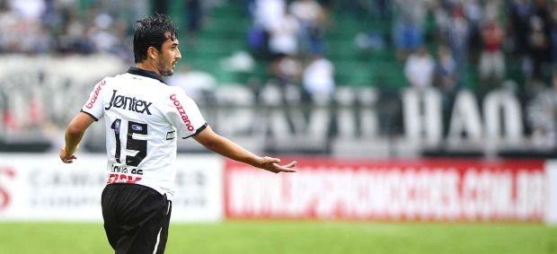 Douglas, do Corinthians, contra o São Paulo (Foto: Marcos Ribolli / Globoesporte.com)