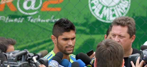 Luan em entrevista na Academia de Futebol do palmeiras (Foto: Anderson Rodrigues / Globoesporte.com)