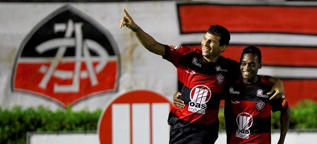 Neto Baiano gol Vitória (Foto: Eduardo Martins / Ag. Estado)