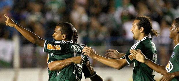 Artur comemora gol do Palmeiras contra o Guaratinguetá (Foto: Ag. Estado)