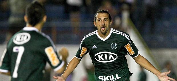 Hernán Barcos comemora gol do Palmeiras contra o Guaratinguetá (Foto: Cesar Greco / Ag. Estado)