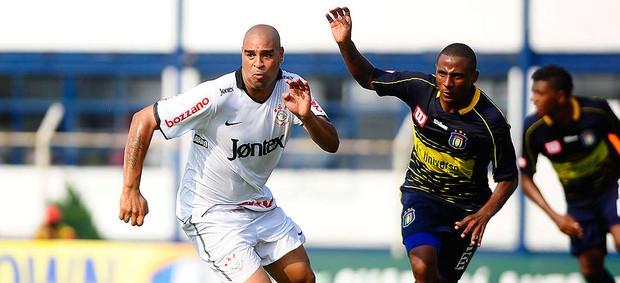 Adriano no jogo co Corinthians contra o São Caetano (Foto: Marcos Ribolli / GLOBOESPORTE.COM)