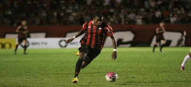 Marcelo, atacante do Atlético-PR, em derrota para o Londrina (Foto: Divulgação/Atlético-PR)