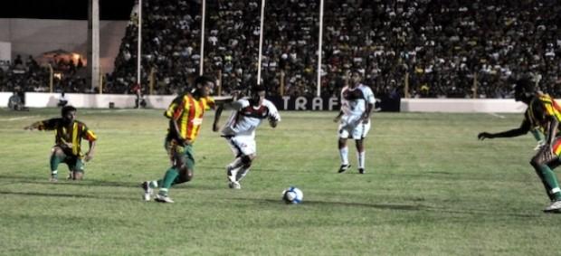 Jogo entre Sampaio Corrêa-MA e Atlético-PR, em 2010 (Foto: Mauricio Mano/Site Oficial do Atlético-PR)