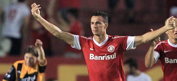 leandro damião internacional x the strongest (Foto: AP)