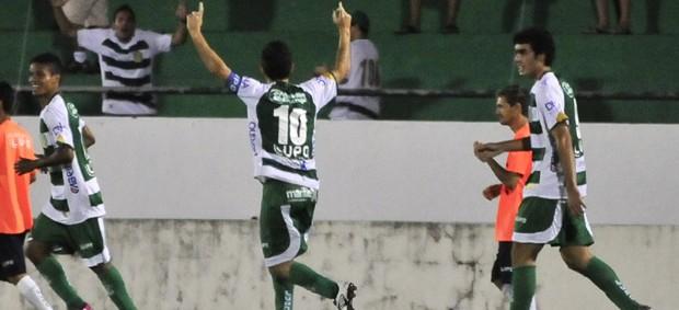 Fumagalli comemora gol do Guarani contra o Brasiliense (Foto: Rodrigo Villalba / Memory Press)