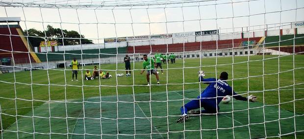 treino pênaltis portuguesa (Foto: Rodrigo Faber/ Globoesporte.com)