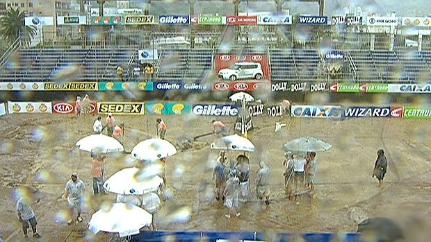 FRAME chuva cancela desafio 4x4 de vôlei de praia (Foto: Reprodução)