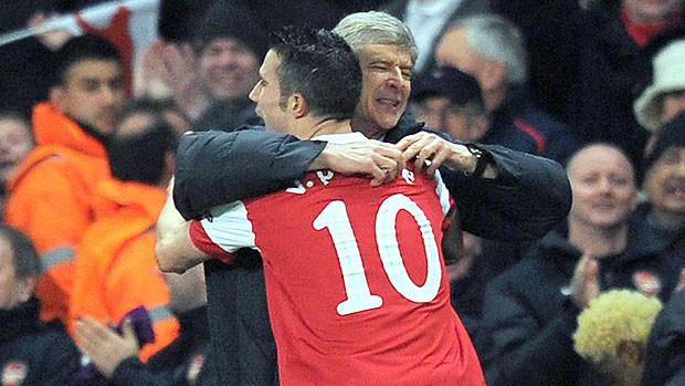 Robin van Persie gol Arsenal (Foto: AFP)