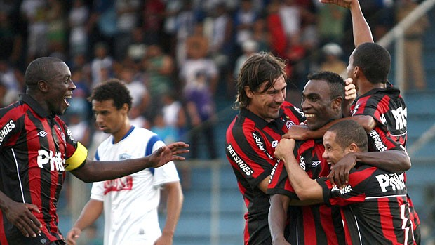 Guerron gol Atlético-PR (Foto: Futura Press)