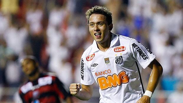 Keirrison comemora gol do Santos contra o Ituano (Foto: Ricardo Saibun / Ag. Estado)