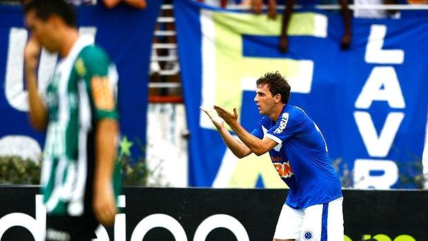 Montillo decide e Raposa derrota o Coelho (Ag. Estado)