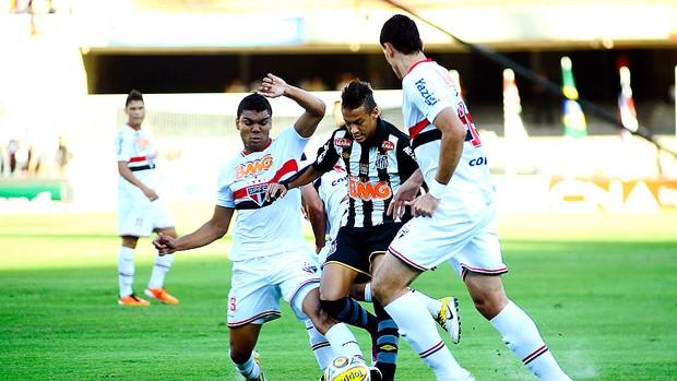 Neymar brinca com lance: 'Show do U2 estragou o gol' (Marcos Ribolli / GLOBOESPORTE.COM)
