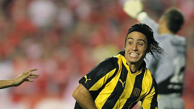 Alejandro Martinuccio comemora gol do Peñarol contra o Internacional (Foto: AFP)