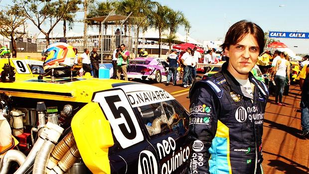 Stock Car: Denis Navarro concentrado antes da corrida (Foto: Lucas Bassani)