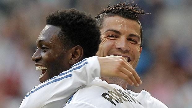 cristiano ronaldo adebayor real madrid gol almeria (Foto: Agência EFE)