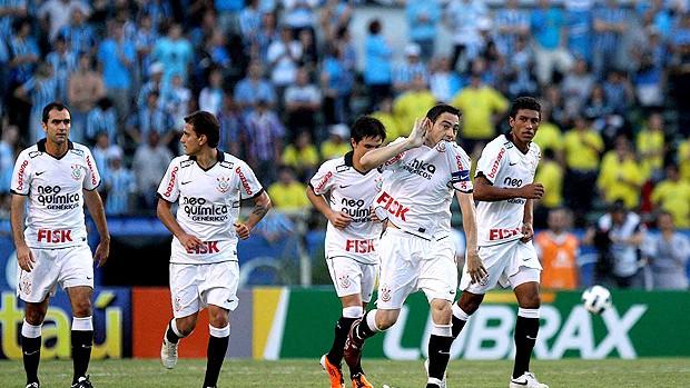 chicão corinthians gol grêmio (Foto: Roberto Vinicíus / Agência Estado)