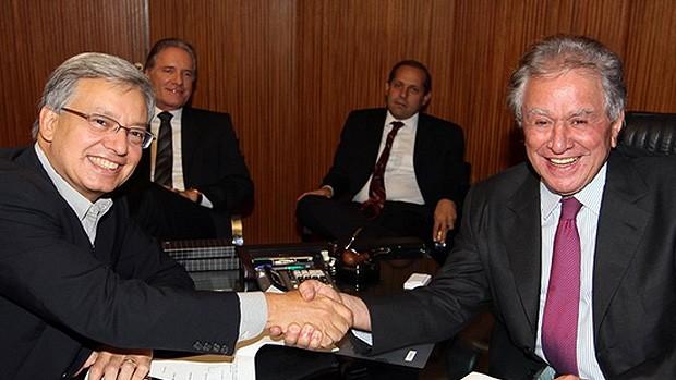 Juvenal Juvêncio, presidente São Paulo, com executivo da rede Globo (Foto: Divulgação / Site Oficial)