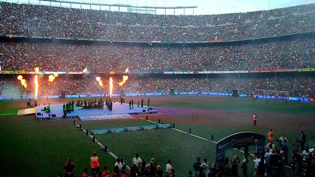 camp nou lotado barcelona jogadores festa liga dos campeões (Foto: Agência EFE)