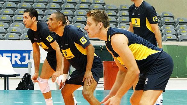 João Paulo Bravo, Serginho e Murilo no treino da seleção de vôlei (Foto: Helena Rebello / Globoesporte.com)
