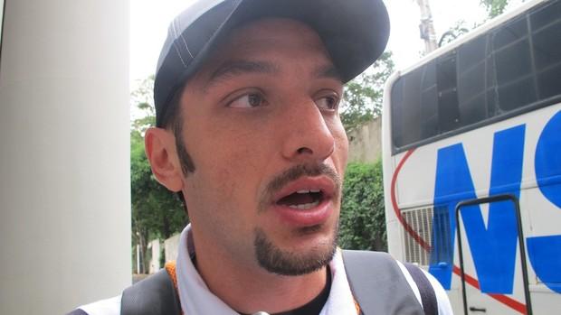 Edu Dracena, zagueiro santos (Foto: Julyana Travaglia/GLOBOESPORTE.COM)